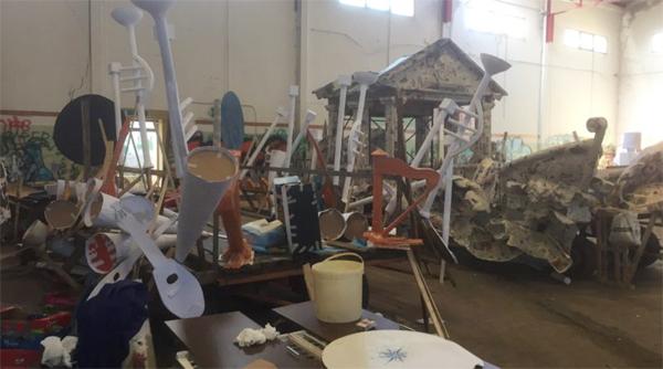 Patti: sette carri e sei gruppi per il Carnevale, carristi al lavoro al vecchio palazzetto