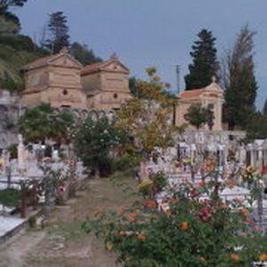 Patti: il comune impegnato a trovare una soluzione per migliorare l'attuale stato precario del cimitero del centro