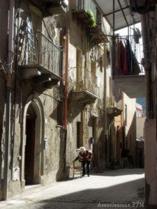 Patti: i residenti di via Roma sono stanchi di essere presi in giro...