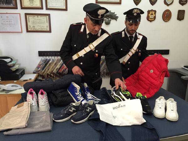 Sant'Agata Militello: i Carabinieri sorprendono tre senegalesi con merce contraffatta