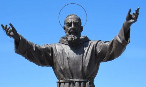 Patti: oggi la tradizionale fiaccolata al monumento di San Pio da Pietrelcina