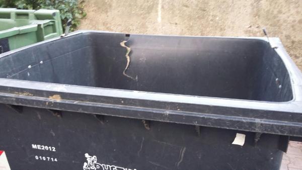 Patti: i cassonetti dei rifiuti in condizioni pietose