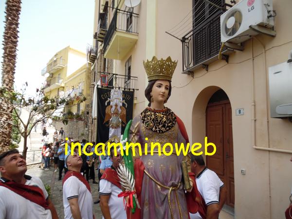 Patti: Santa Febronia portata in processione attraverso le strade del «suo» quartiere Pollini; guarda le FOTO