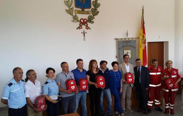 Villafranca: l'Apaie dona 5 defibrillatori al comune