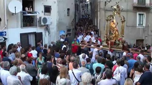 Caronia: non resiste alla tentazione di partecipare alla processione, arrestato dai Carabinieri