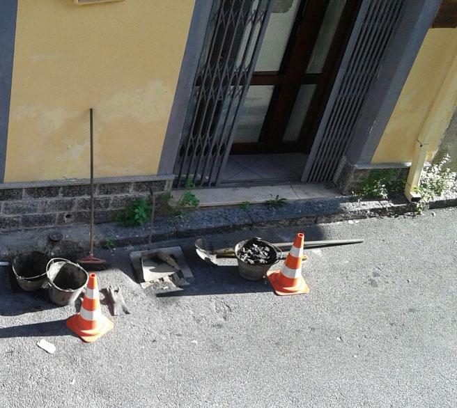 Patti: pulizia dei tombini nella via Gatto Ceraolo