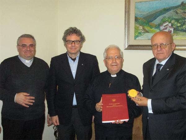 Patti: consegnata al Padre Vescovo Ignazio la medaglia per il XVII centenario dell'editto di Costantino